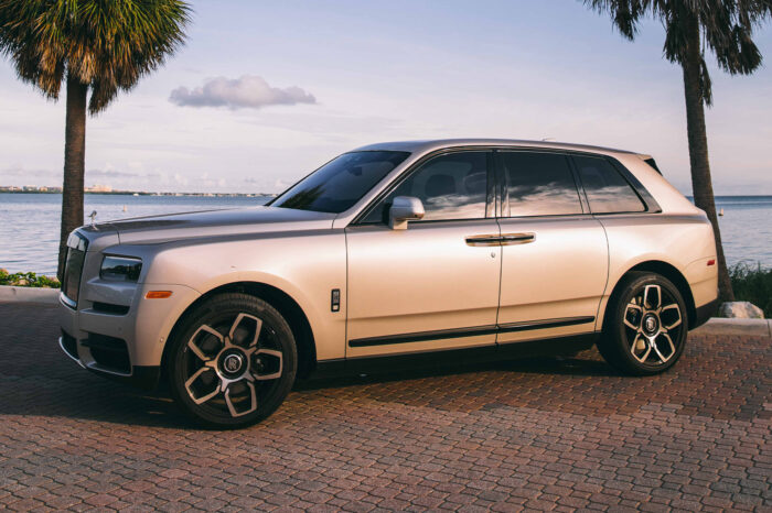 Rolls-Royce Cullinan – Silver