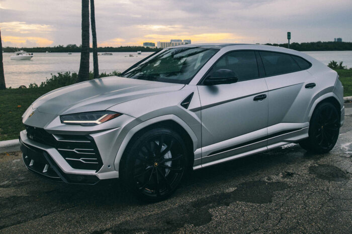 Lamborghini Urus – Matte Gray